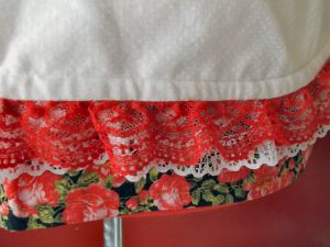 01red rose with white apron detail